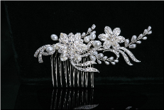 Bridal hair comb with pearls and rhinestones