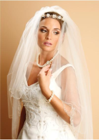 Delicate threaded chain, with scalloped edge veil