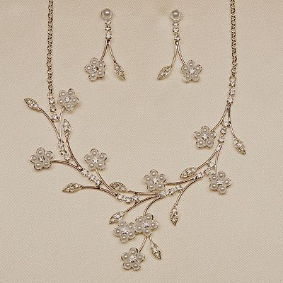Wedding Flower Jewelry on Pearl Flower Wedding Necklace Set