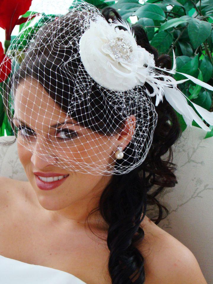 Прически со шляпками свадебными фото